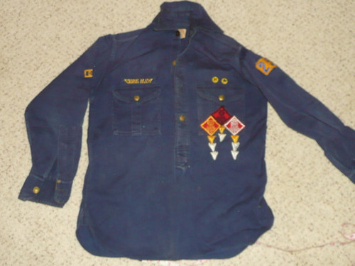 """1940's Boy Scout Cub Pullover Uniform Shirt with metal buttons and lots of insignia, 18"""" chest 24"""" length, #BD36"""