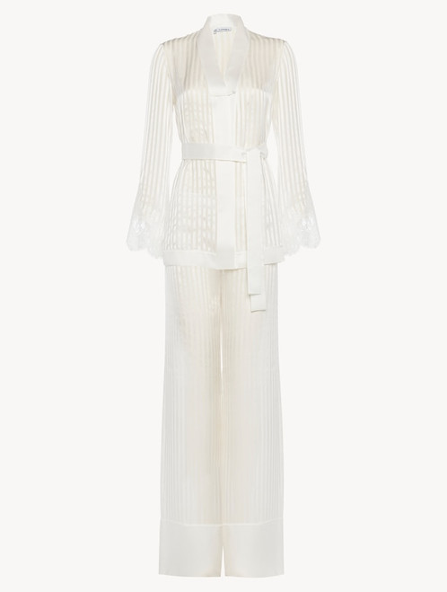 Pyjamas in off-white silk with Leavers lace