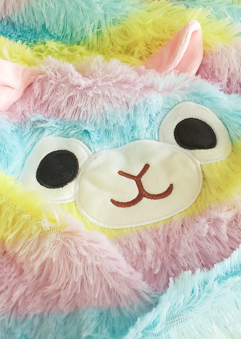 Amuse Alpacasso Rainbow Alpaca Throw close up shot