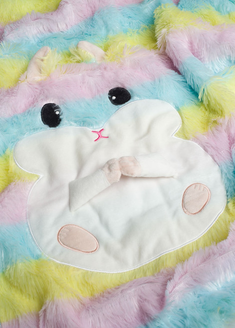 Amuse Rainbow Hamster Throw Close Up Shot