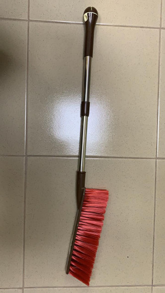 HAND BRUSH WITH EXTENDABLE HANDLE
