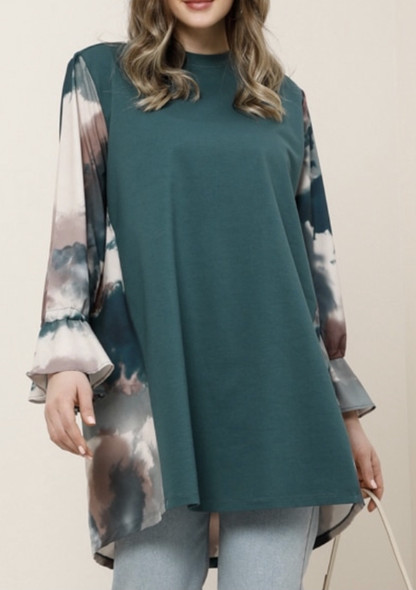 Top Plus Size Alia Emerald with print sleeve