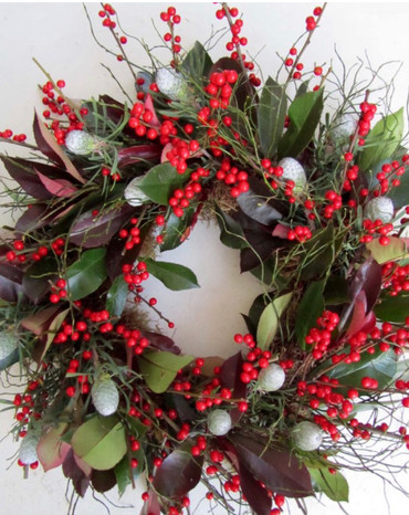 6.Festive Door Wreath