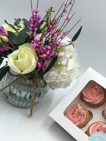 3.Cupcakes and Flowers