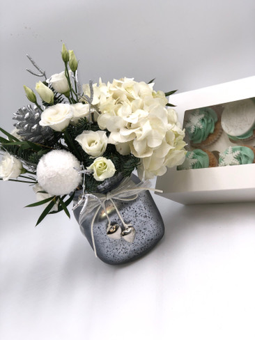 2.Christmas Flowers and Cupcakes
