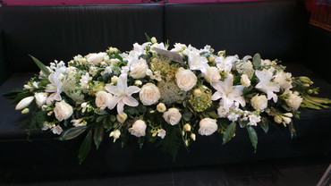 Coffin spray of seasonal flowers x