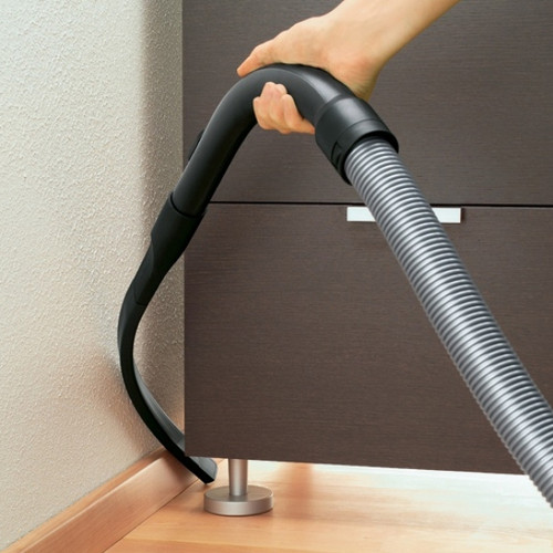 Excellent for reaching around furniture and appliances, this extended flexible crevice nozzle bends easily and cleans efficiently. Suitable for all Miele vacuum cleaners.