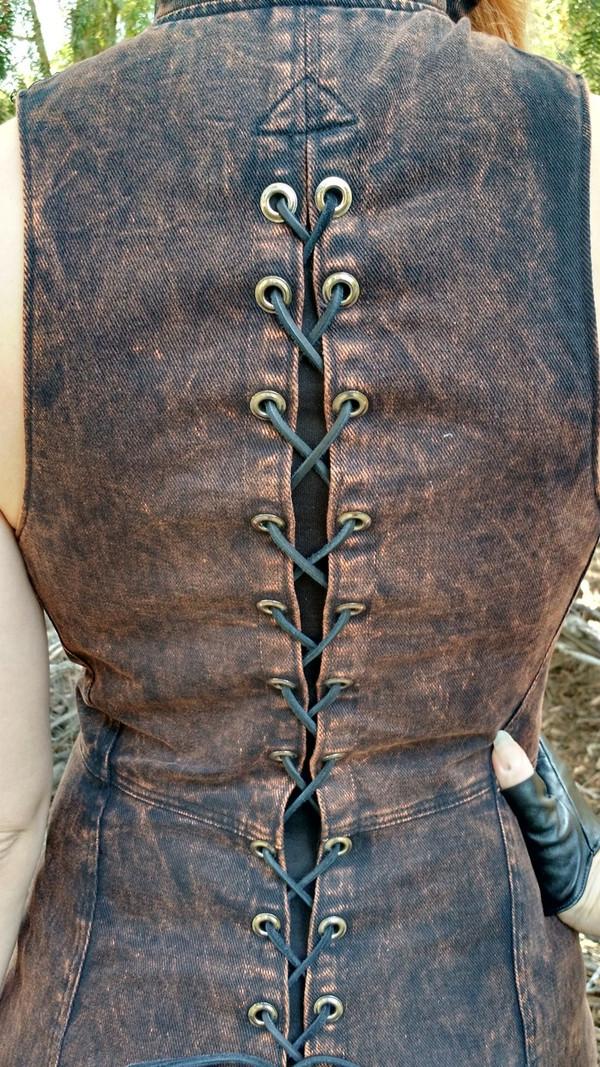 Apocalyptic Black - lace-up back