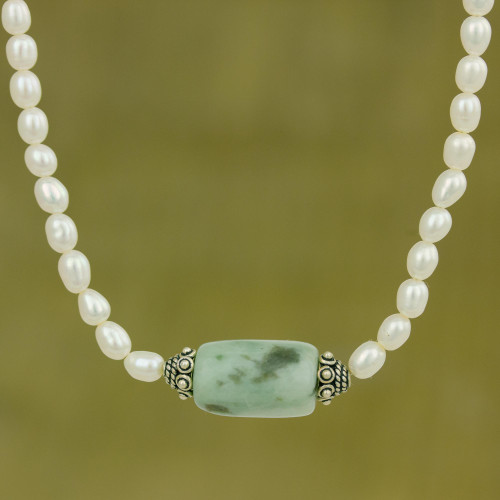 Handcrafted Pearl and Jade Necklace 'Touch of Life'