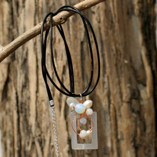 Pearl and Agate Pendant Necklace 'Balloons'