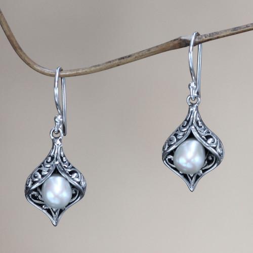 Cultured pearl dangle earrings 'Lily of Bali'