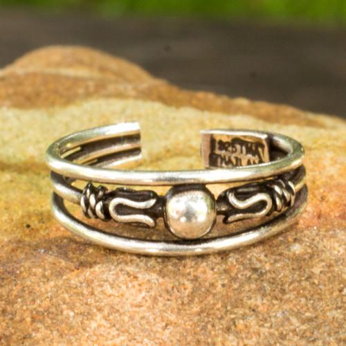 Toe Ring in Sterling Silver Thai Artisan Jewelry 'Moonwalk'
