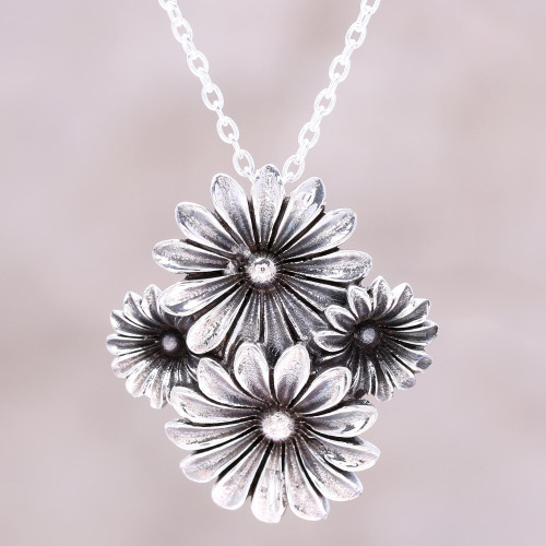 Daisy Sterling Silver Pendant Necklace from India 'Daisy Delight'