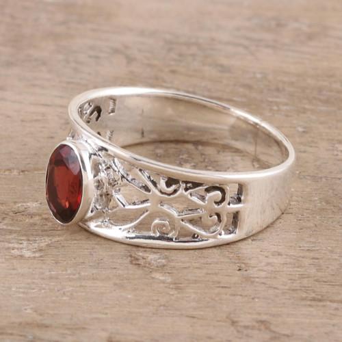 Garnet solitaire ring 'Lace Tiara'
