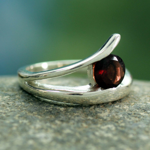 Handcrafted Modern Sterling Silver Solitaire Garnet Ring 'Dazzling Love'