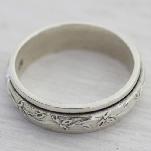 Sterling Silver Spinner Ring with Leaf Motifs from India 'Spinning Leaves'