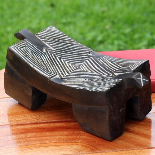 Wood sculpture 'Senufu Goodnight Dreams'