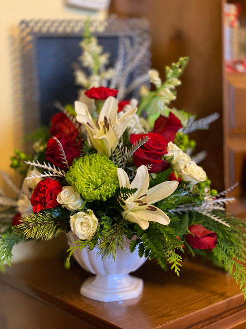 Lovely Reds, greens and whites. designed in a classic pedestal dish.