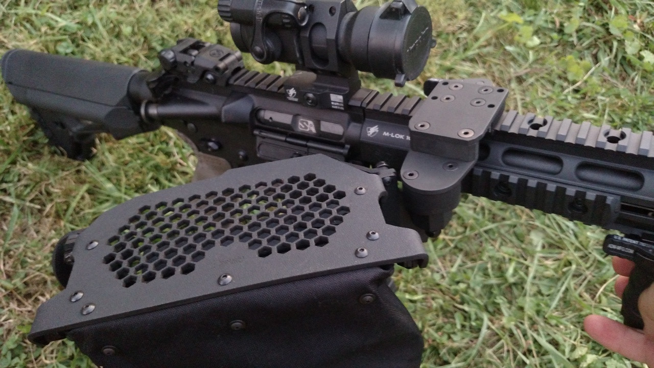 """""""0"""" offset configuration.  the mounting point and pivot point are in same position along the receiver top."""