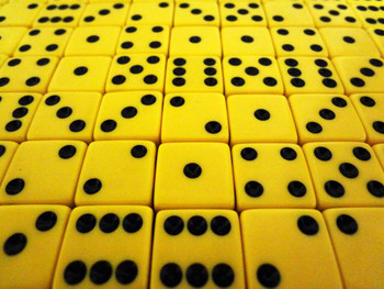 1000 Count - 16mm Yellow  Dice w/ Black Pips