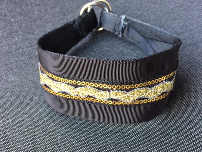 catwalk regal strut