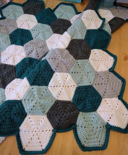 Woolfull Free Crochet Pattern - Hexagon Baby Blanket