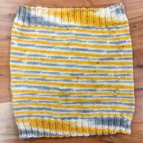 Woolfull Free Knitting Pattern - Easy-Peasy Cowl Knitting Pattern