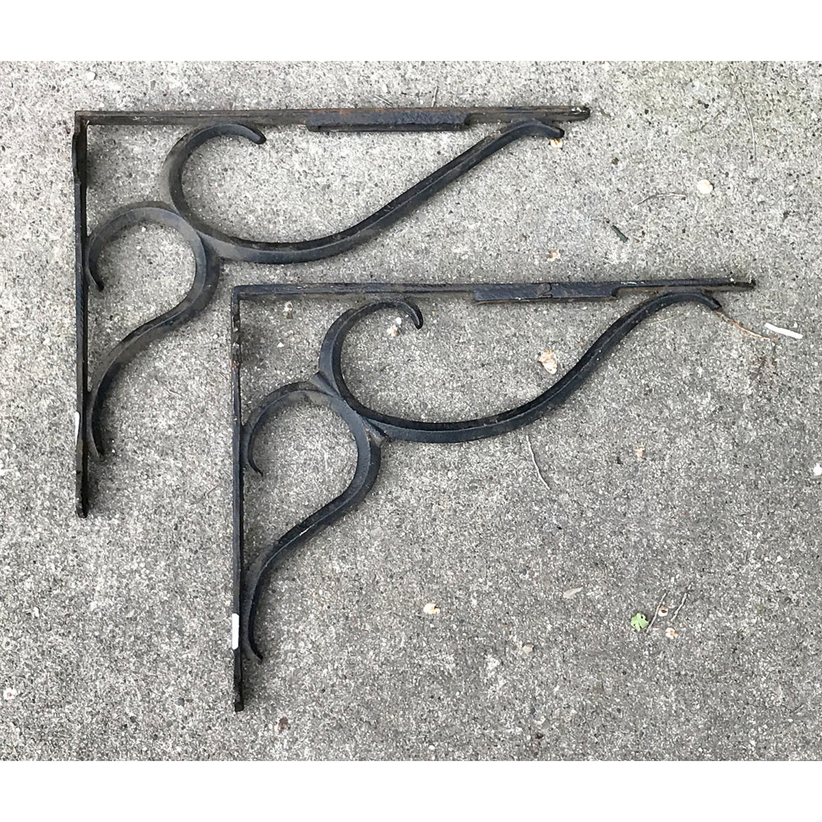 S18022 - Pair of Antique Cast Iron Brackets
