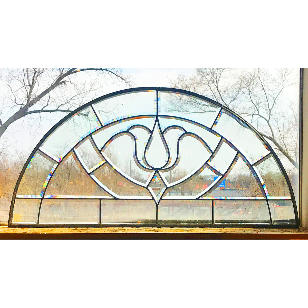 G21020 - Arts & Crafts Beveled Tulip Window