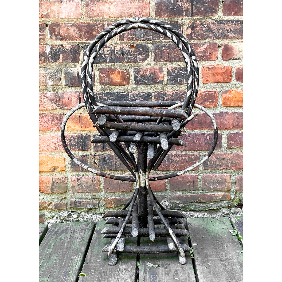 A21090 - Antique Stand