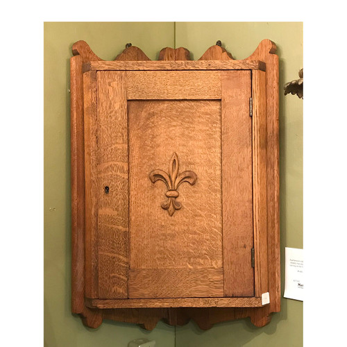 A17102 - Antique Colonial Revival Quartersawn Oak Blind Corner Cabinet