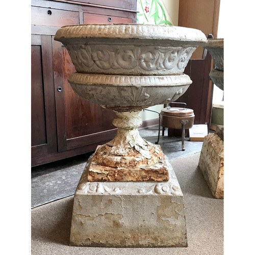 A18101 - Antique Colonial Revival Cast Iron Planter