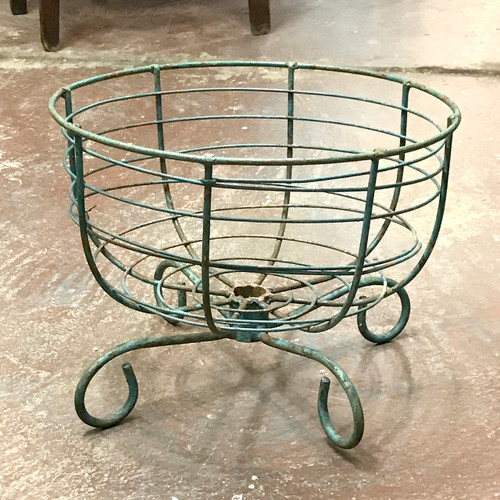 A18086 - Antique Wire Flower Basket