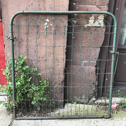 S18049 - Antique Wire Gate