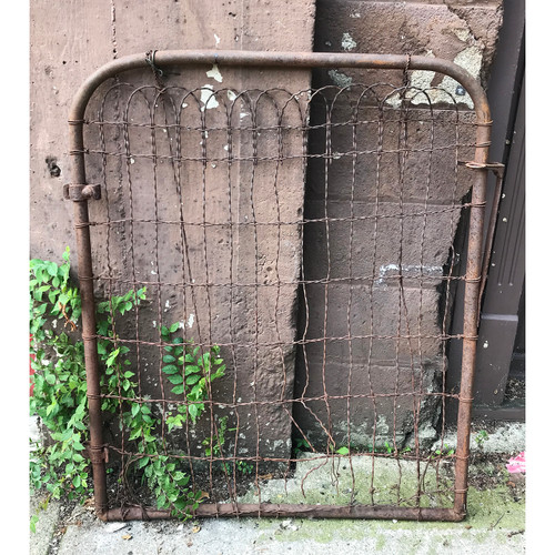 S18050 - Antique Wire Gate