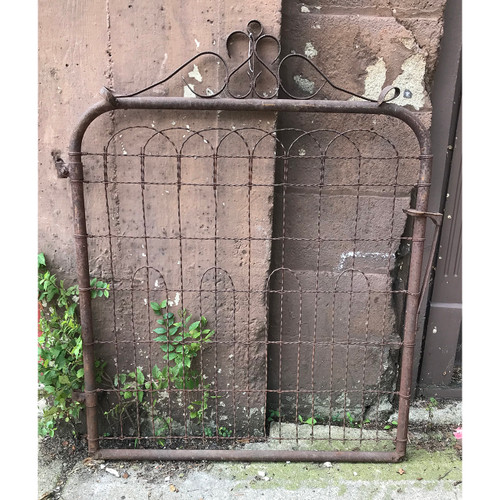 S18051 - Antique Wire Gate