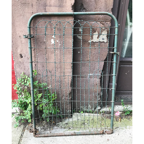 S18052 - Antique Wire Gate