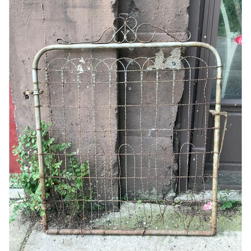 S18054 - Antique Wire Gate
