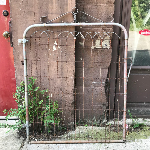 S18055 - Antique Wire Gate