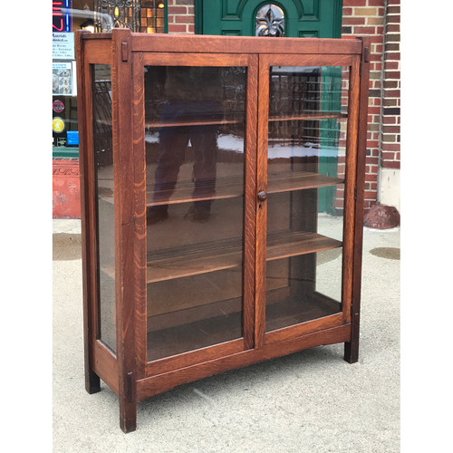 F20157 - Antique Arts & Crafts China Cabinet
