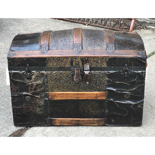 F21006 - Antique Trunk