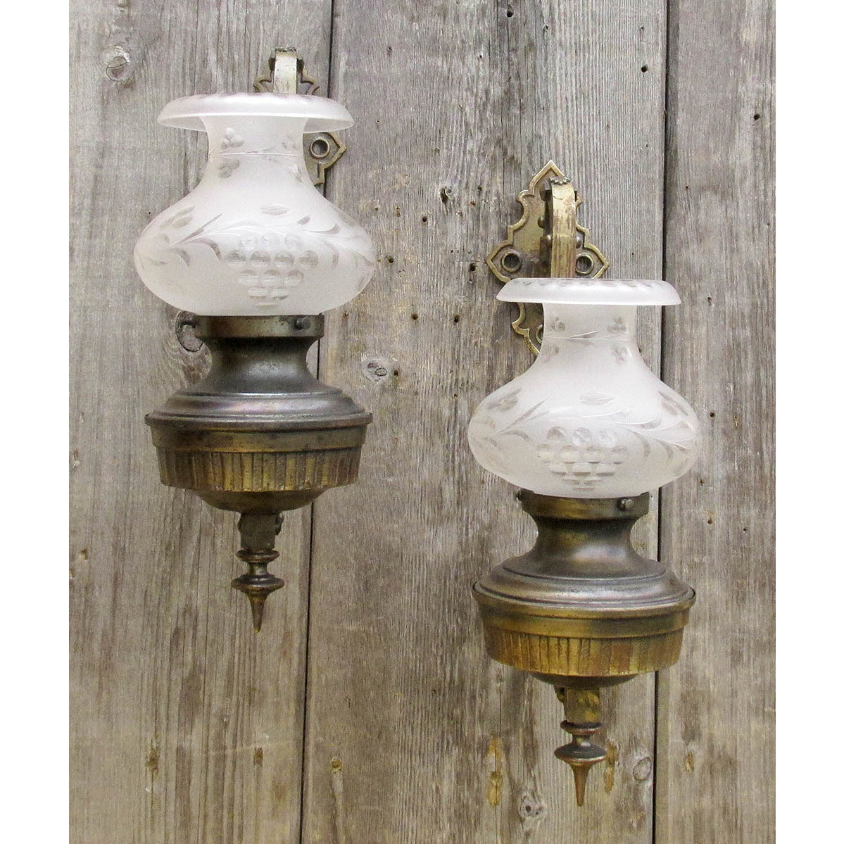best sneakers 8bb8e 5f419 L16038 - Pair of Antique Colonial Revival Oversize Wall Sconces