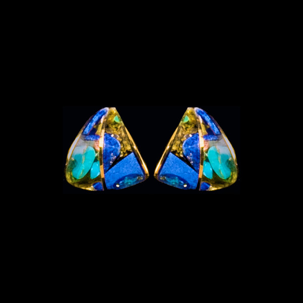 This unique Teardrop Northern Lights Stone is inlaid into a beautiful 14K Gold earring.