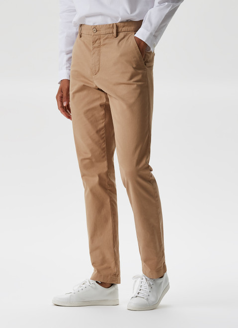 CAMEL GARMENT-DYED ELASTIC CHINO TROUSERS