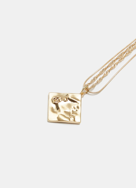 Gold Necklace With Engraved Flower Pendant