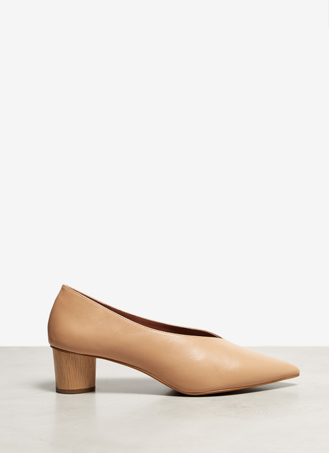 Nude Leather Heeled Shoes With V-Vamp