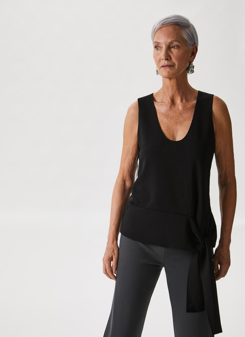 BLACK KNIT TOP WITH SIDE KNOT DETAIL