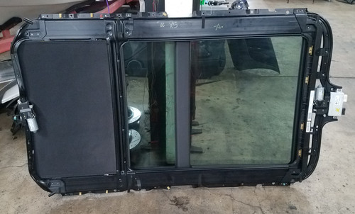 04-06 BMW E53 X5 PANORAMIC GLASS MOON ROOF ASSEMBLY 7185572