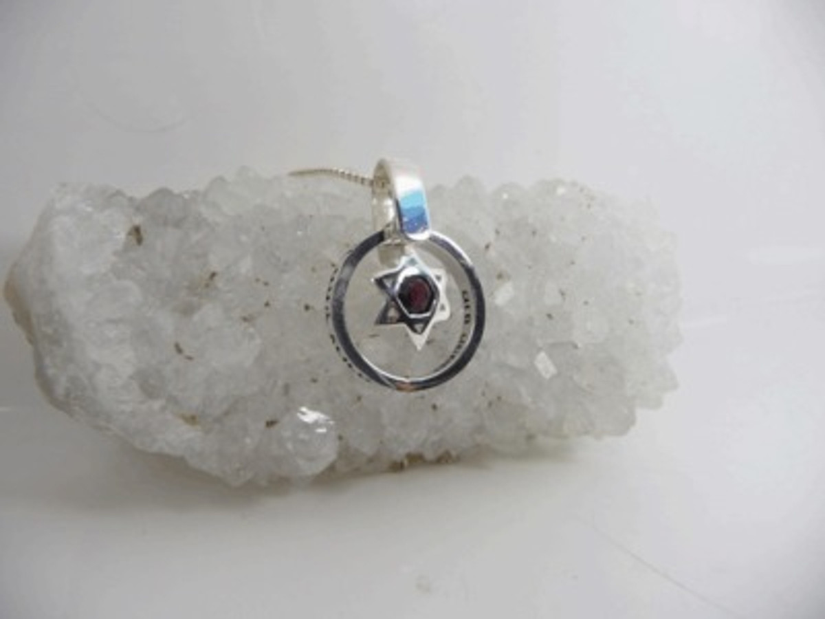 Silver Ana Bekoachpendant With Rocking Star Of David And Onyx Stone