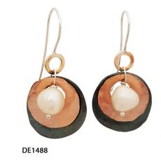 Dganit Hen Middle Pearl Earrings
